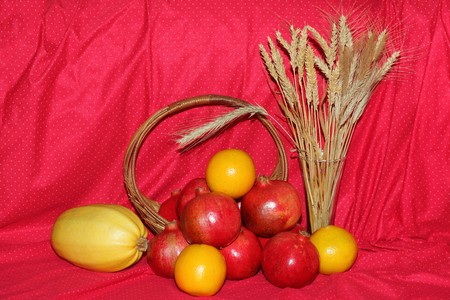 beardless: Bundle of different kind of wheat and fruits
