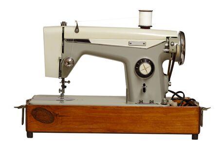 maquina de coser: Antigua m�quina de coser aislado en fondo blanco Foto de archivo