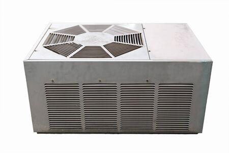 白で隔離される単位外の古いエアコン
