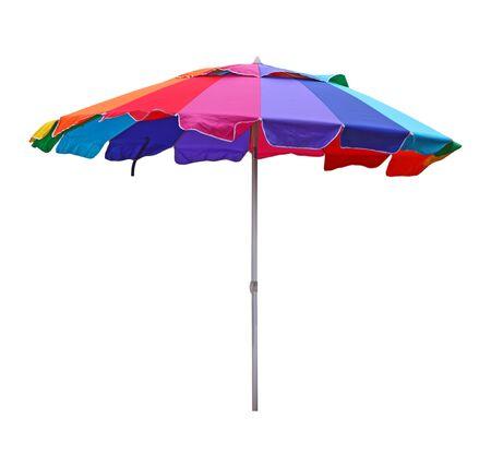 白で隔離されるカラフルなビーチ傘