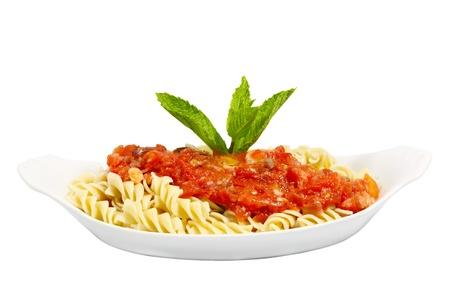rotini: Rotini Pasta con tomate, camarones, champi�ones y menta para decorar Foto de archivo