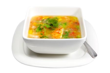 Kreeft en groentesoep op een witte achtergrond
