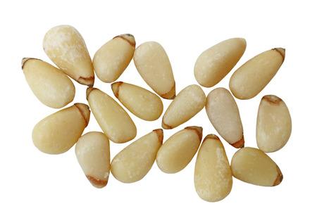 pinoli: Raw pinoli dado isolato su sfondo bianco
