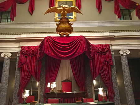 WASHINGTON, DC, USA - Arpil 04, 2018: The Old Senate Chamber in the United States Capitol from 1810 to 1859. 新聞圖片