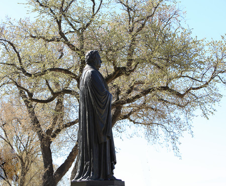 Marin Luther Statue near Luther Place Mejmorial Church in Washington DC, USA 版權商用圖片