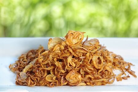 A heap of golden fried shallot onions