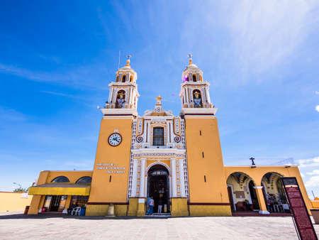 Cholula, Mexico - Oct 24, 2018:Iglesia Sobra Piramide Church in Cholula Mexico Redactioneel
