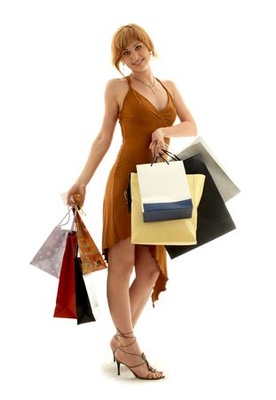 muchacha bonita del redhead con los bolsos de compras Foto de archivo