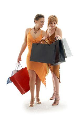 gl�ckliche Damen mit Einkaufenbeuteln