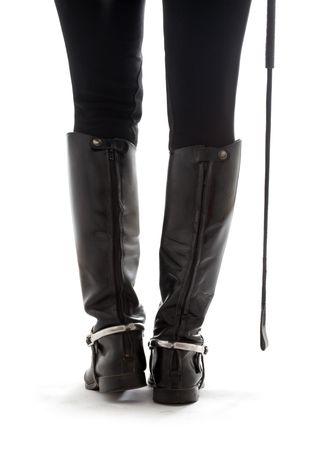 horseman: piedini bei nei caricamenti del sistema di cuoio neri del horseman con bianco delleccedenza del riding-raccolto Archivio Fotografico