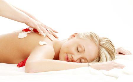 Bild der sch�nen Dame mit Bl�tenbl�tter in Massagesalon