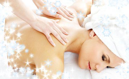 Weihnachten Bild der sch�nen Dame und entspannende Massage-Salon