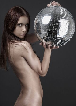 the naked girl: cuadro cl�sico de la muchacha desnuda muscular con gris del excedente del glitterball