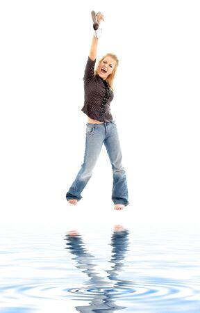 euphoric: immagine di urlando biondo con scarpe a sabbia bianca