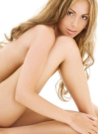 donna completamente nuda: immagine di una sana donna nuda su bianco