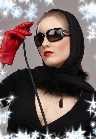 herrin: Portr�t der Dame in schwarz Kopftuch und roten Handschuhe mit den Pflanzen