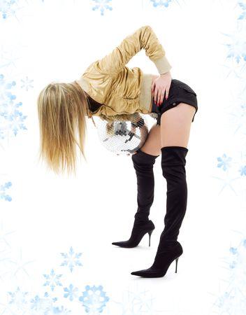 gogo girl: Partei T�nzer M�dchen in goldenen Jacke mit Disco-Kugel