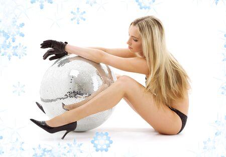 gogo girl: Partei T�nzer M�dchen auf High Heels mit Disco-Kugel LANG_EVOIMAGES