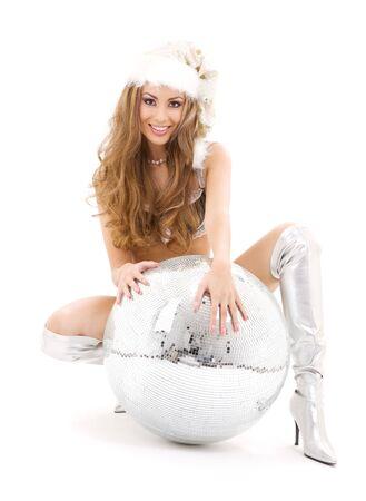 botas de navidad: sexy santa ayudante con gran bola de discoteca en blanco