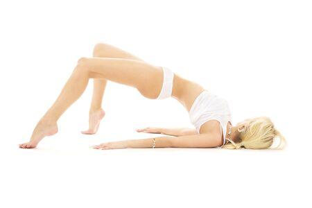 wit ondergoed: slank meisje in wit ondergoed uit te werken