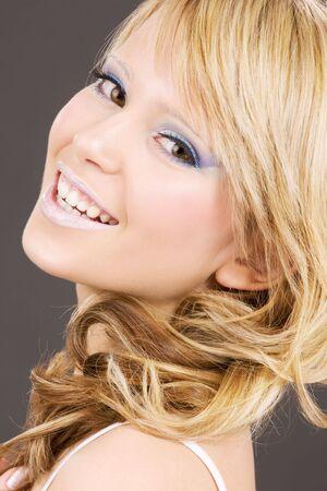 heldere close-up foto van mooie meid gezicht