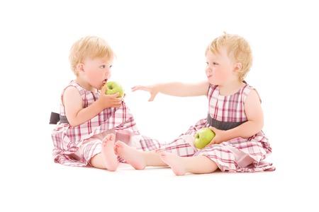 soeur jumelle: image de deux jumeaux adorables sur blanc LANG_EVOIMAGES