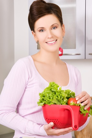 dona de casa: picture of beautiful woman in the kitchen