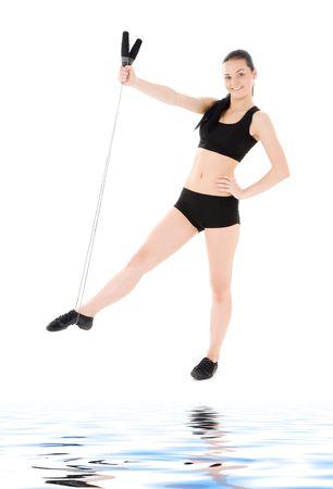 instructor de fitness encantadora con cuerda de saltar sobre blanco Foto de archivo - 6375881