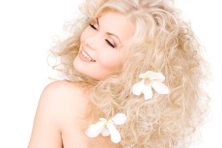 Foto de mujer feliz con flores en el cabello Foto de archivo - 6469411