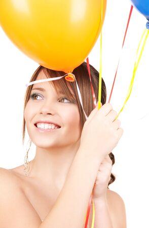 jeune fille adolescente: adolescente heureuse avec bulles sur blanc