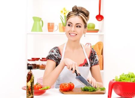 ama de casa: Foto de mujer hermosa en la cocina