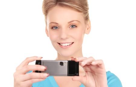 Foto de mujer feliz con la c�mara del tel�fono Foto de archivo - 7070817