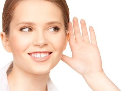 imagen brillante de chismes de escucha de adolescente