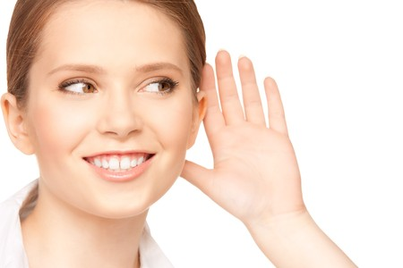 personas escuchando: imagen brillante de chismes de escucha de adolescente  Foto de archivo