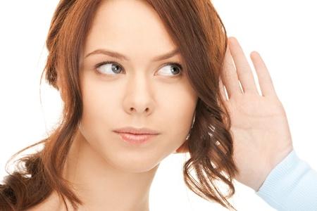 �couter: image brillante jeune femme �coute potins Banque d'images
