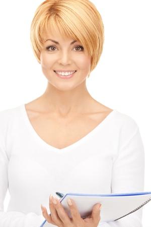 ni�as sonriendo: imagen brillante de empresaria atractiva con el Bloc de notas Foto de archivo