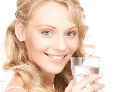 puros: hermosa mujer con un vaso de agua sobre blanco