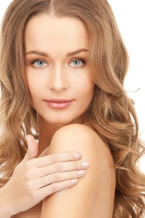 crème: Foto di una bella donna con crema idratante