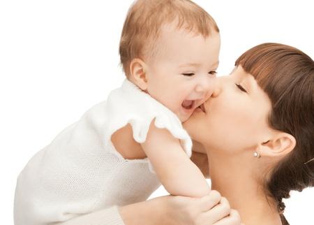 madre y bebe: foto de madre feliz con adorable beb� (enfoque en la mujer)
