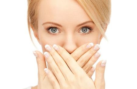 silencio: closeup brillante panorama de retrato de hermosa mujer
