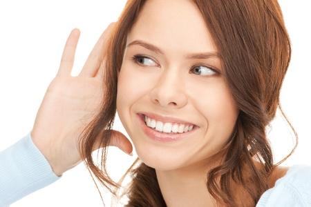 gossip: helder beeld van jonge vrouw luisteren gossip