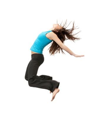 springende mensen: helder beeld van de gelukkige springen sportieve meid