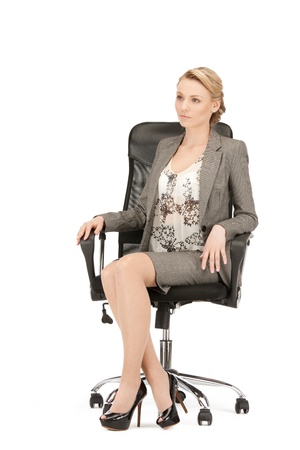 gente sentada: imagen de joven empresaria sentado en silla Foto de archivo