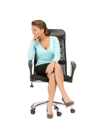 mujer sentada: imagen de la joven empresaria sentado en la silla Foto de archivo