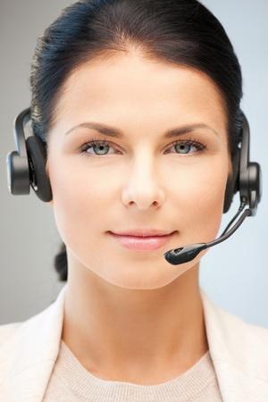 recepcionista: imagen brillante de operador amistoso helpline hembra Foto de archivo
