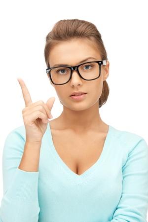 imagen de la mujer joven y atractiva con su dedo hacia arriba