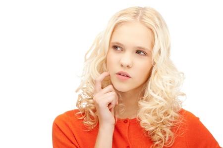 mujer pensativa: closeup brillante imagen de hermosa mujer pensativa