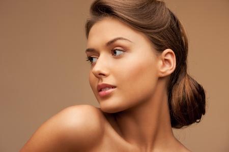 buen vivir: Primer plano de imagen brillante retrato de una mujer hermosa