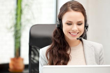 telephone headsets: imagen de operador telef�nico con ordenador port�til