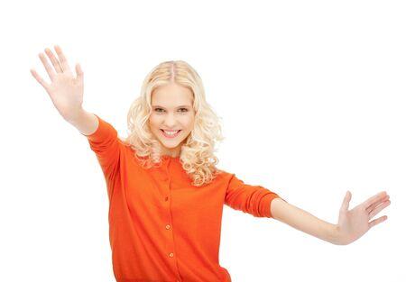 éxtasis: brillante imagen de mujer feliz mostrando su palma de la mano